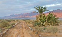 Abandonnez la route près d'une frontière entre la Jordanie et l'Israël Photos stock