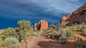 Abandonnez la traînée menant à une tempête en Utah Photographie stock libre de droits
