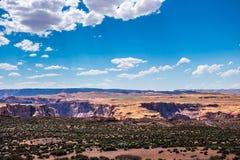 Abandonnez la vallée rocheuse dans la courbure en fer à cheval de l'Arizona et de canyon Photographie stock