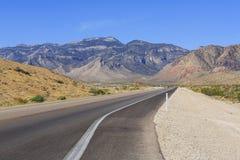 Abandonnez la vue de la route 160, Nevada, Etats-Unis images stock