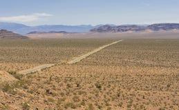 Abandonnez la vue de la vieille route de traînée d'Espagnol, Nevada, Etats-Unis Images stock
