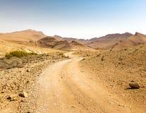 Abandonnez la vue de paysage de falaises d'arête de montagnes de route, nature de l'Israël Photographie stock libre de droits