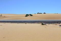 Abandonnez le fond de texture de modèle de sable du sable dans la dune Photographie stock libre de droits