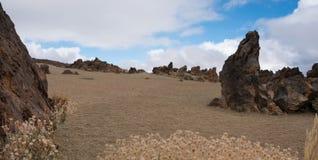 Abandonnez le panorama de paysage avec des roches, ciel bleu Photos libres de droits