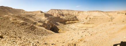 Abandonnez le panorama scénique de vue de paysage de falaises profondes de canyon Photographie stock