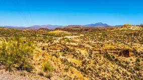 Abandonnez le paysage et les montagnes rocailleuses dans la réserve forestière de Tonto en Arizona, Etats-Unis Image libre de droits