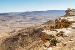 Abandonnez le paysage, Makhtesh Ramon dans le désert du Néguev, Israël Images stock