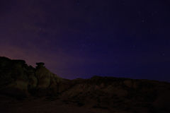 Abandonnez le paysage pendant la nuit dans Bardenas Reales de Navarra, Espagne Photo libre de droits