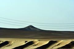 Abandonnez le sable et les dunes de sable, au coeur de l'Arabie Saoudite sur le chemin à Riyadh Photo libre de droits