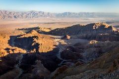 Abandonnez les montagnes de canyon que les falaises de roche se gorgent, voyage Israël de Negev Photo stock