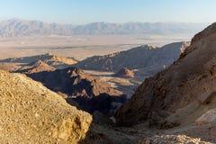 Abandonnez les montagnes de canyon que les falaises de roche se gorgent, voyage Israël de Negev Photos stock