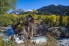 Abandono Crystal Mill en la montaña de Colorado Imagenes de archivo