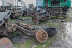 Abandono por años y viejos mohos de los camiones en un cementerio del camión Imagen de archivo