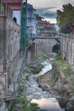 Abanotubani es el distrito antiguo de Tbilisi, Georgia, conocida para sus baños sulfúricos Abanotubani está situado en el banco d Imagen de archivo