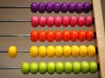 Abaque en bois coloré pour l'étude de base de mathématiques Image libre de droits