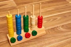 Abaque en bois de couleur photo stock