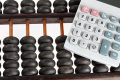 Abaque et calculatrice Images stock