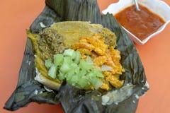 Abara, Braziliaans voedsel op banaanblad royalty-vrije stock foto