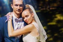 Abarcamiento casado de la pareja Imagen de archivo