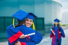 Abarcamiento de graduados Fotos de archivo libres de regalías