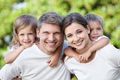 Abarcamiento de la familia Fotografía de archivo libre de regalías