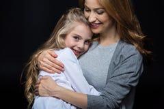 Abarcamiento de la madre y de la hija Foto de archivo