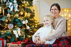 Abarcamiento de la nieta Imágenes de archivo libres de regalías