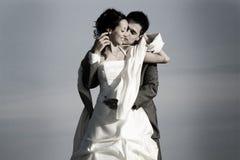Abarcamiento de los pares del recién casado Fotos de archivo libres de regalías