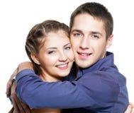 Abarcamiento de pares hermosos felices jovenes Foto de archivo
