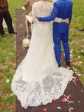 Abarcamiento de recienes casados Fotos de archivo