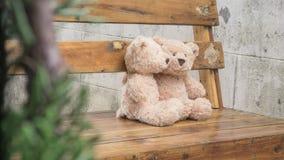 Abarcamiento de Teddybears Imágenes de archivo libres de regalías