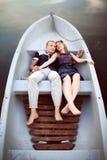Abarcamiento del adolescente en barco Foto de archivo libre de regalías