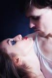 Abarcamiento hermoso del hombre y de la mujer Foto de archivo libre de regalías