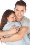 Primer de los pares jovenes abrazados Imagen de archivo