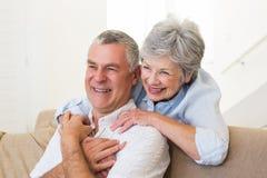 Abarcamiento jubilado de los pares Imagen de archivo libre de regalías