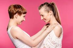 Abarcamiento lesbiano de los pares Foto de archivo