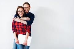 Abarcamiento listo del hombre joven y de la mujer Imagen de archivo