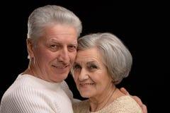 Abarcamiento mayor feliz de los pares Fotografía de archivo libre de regalías