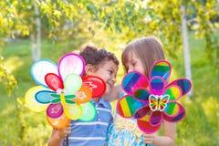 Abarcamiento preescolar del muchacho y de la muchacha Fotos de archivo libres de regalías