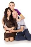 Abarcamiento que se sienta de la familia feliz Foto de archivo libre de regalías