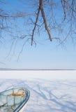 Abashiri湖覆盖物在冬天雪,北海道,日本之前 免版税库存图片