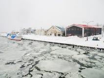 Abashiri-Hafen mit Treibeise in Abashiri, Japan Lizenzfreie Stockfotos