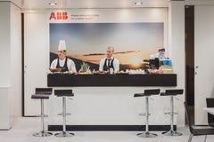Abasteciendo dentro de soporte de ABB en Solarexpo 2014 en Milán, Italia Imagen de archivo