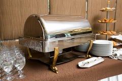 Abastecimiento - bandeja que se calienta del plato de la comida fría Foto de archivo