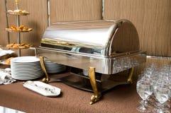 Abastecimiento - bandeja que se calienta del plato de la comida fría Fotografía de archivo libre de regalías