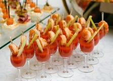 Abastecimiento - coctails del bocado con el jugo de tomate Fotos de archivo
