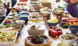 Abastecimiento comiendo concepto festivo de la comida fría del compañerismo Fotos de archivo libres de regalías