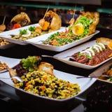 Abastecimiento culinario de la cena de la comida fría de la cocina que cena concepto del partido de la celebración de la comida Imágenes de archivo libres de regalías