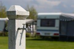 Abastecimiento de agua en el camping Imagen de archivo