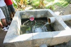 Abastecimiento de agua en la plantación de la palma datilera en Tozeur Imagen de archivo